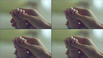 小手握大手视频素材