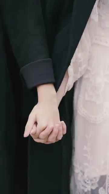 情侣牵手竖屏视频素材