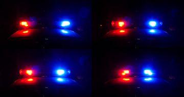 警车上的警报灯闪烁