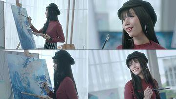 画画微笑的女孩视频素材