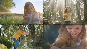 小清新女孩奔跑在大自然里