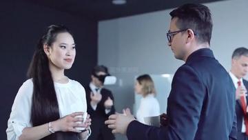 4K亚裔美女和男商务交谈视频