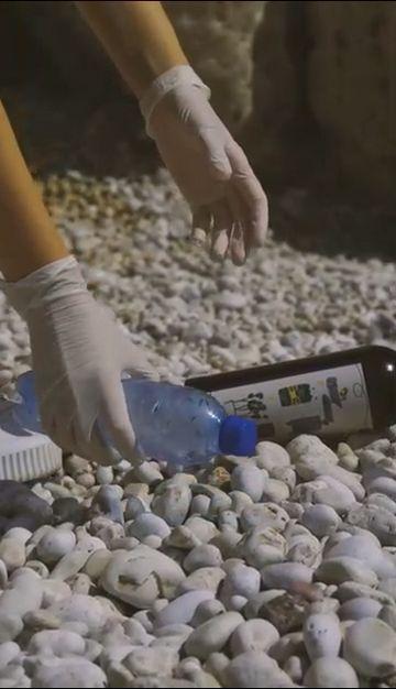 环保公益捡垃圾的手