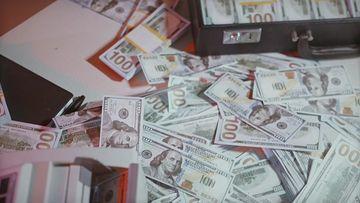 一堆美金和验钞机视频素材