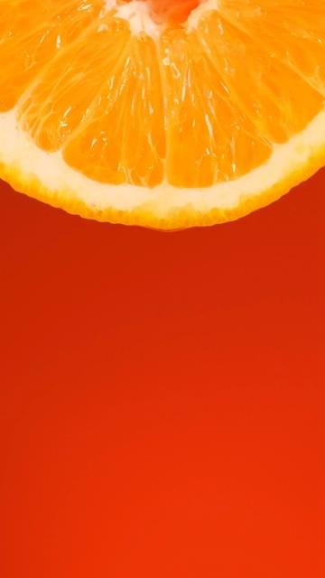 红色背景上的橙片滴橙汁竖屏素材